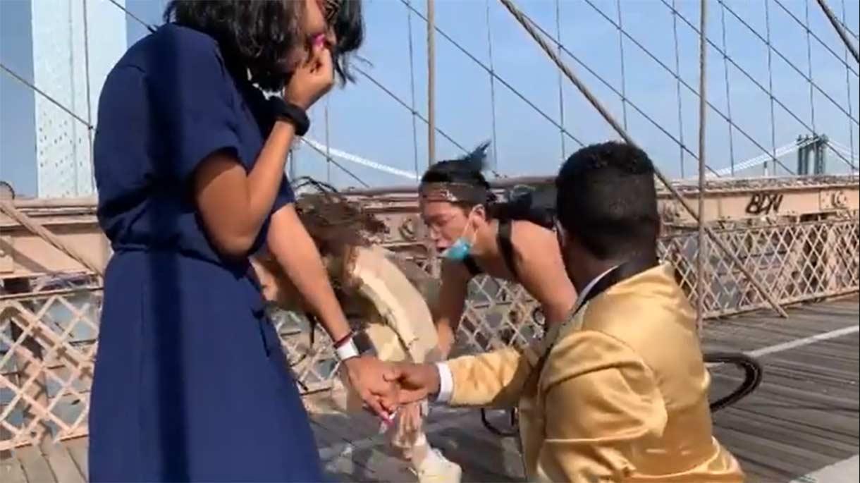 Vídeo: La pedida de mano más accidentada de la historia. Un ciclista arrolla a la fotógrafa