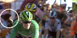 Video-La-peineta-de-Wout-Van-Aert-a-Peter-Sagan-al-cruzar-la-linea-de-meta-del-Tour