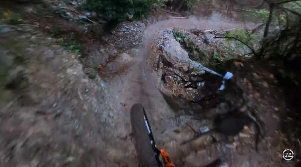 Vídeo: Larga, dura, húmeda y excitante. Así es la bajada que se marcó Jesse Melamed en Pietra Ligure
