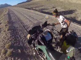 Video-No-podras-imaginar-lo-que-necesitaba-este-viajero-en-bicicleta-en-medio-de-Tajikistan