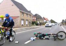 El-mismo-provoca-su-caida-en-bici-al-lanzar-la-bolsa-del-avituallamiento-en-el-Tour-de-Flandes-Gregor-Mulhberger