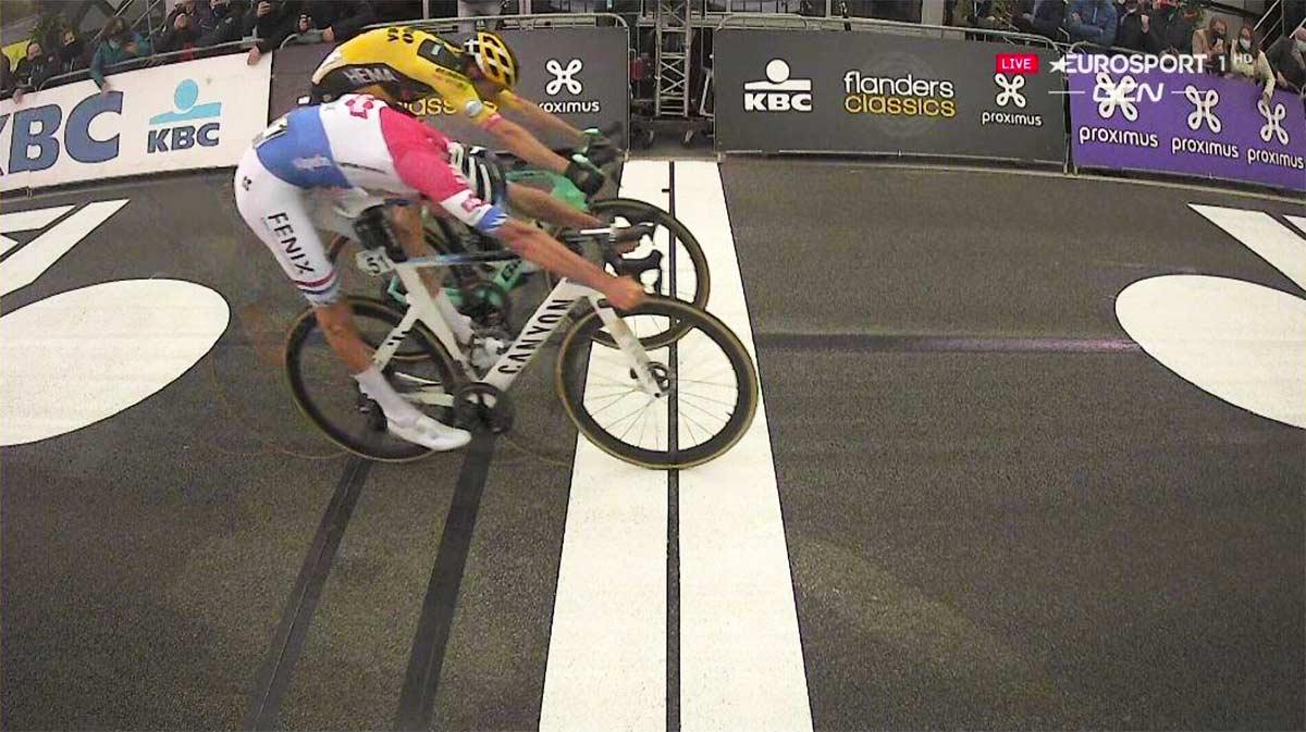 Mathieu van Der Poel vence el accidentado Tour de Flandes 2020