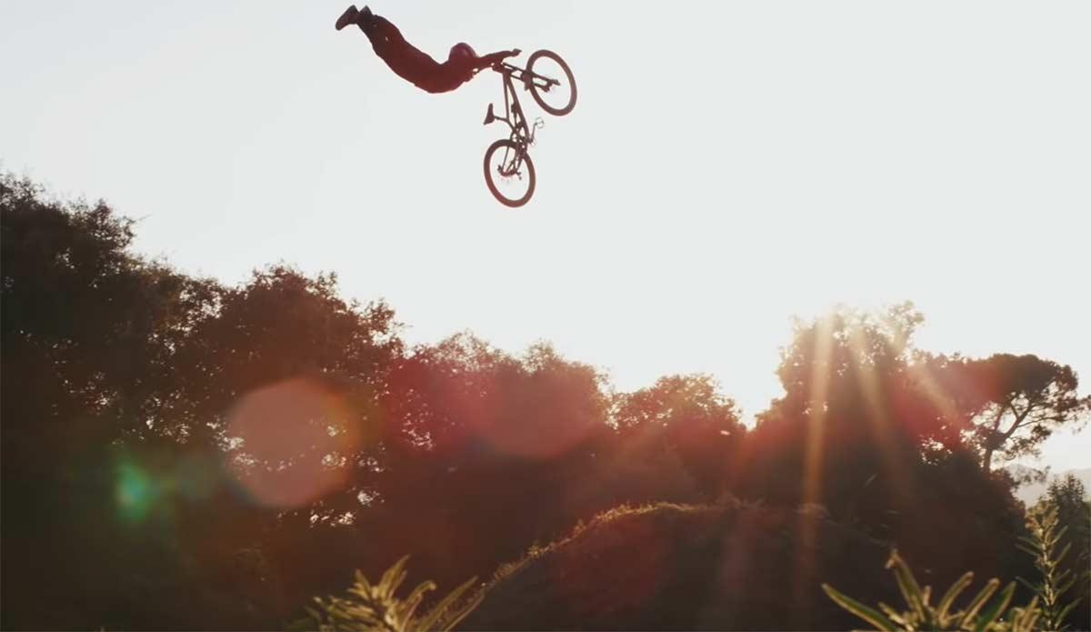 Roots-el-nuevo-y-espectacular-video-de-Andreu-Lacondeguy