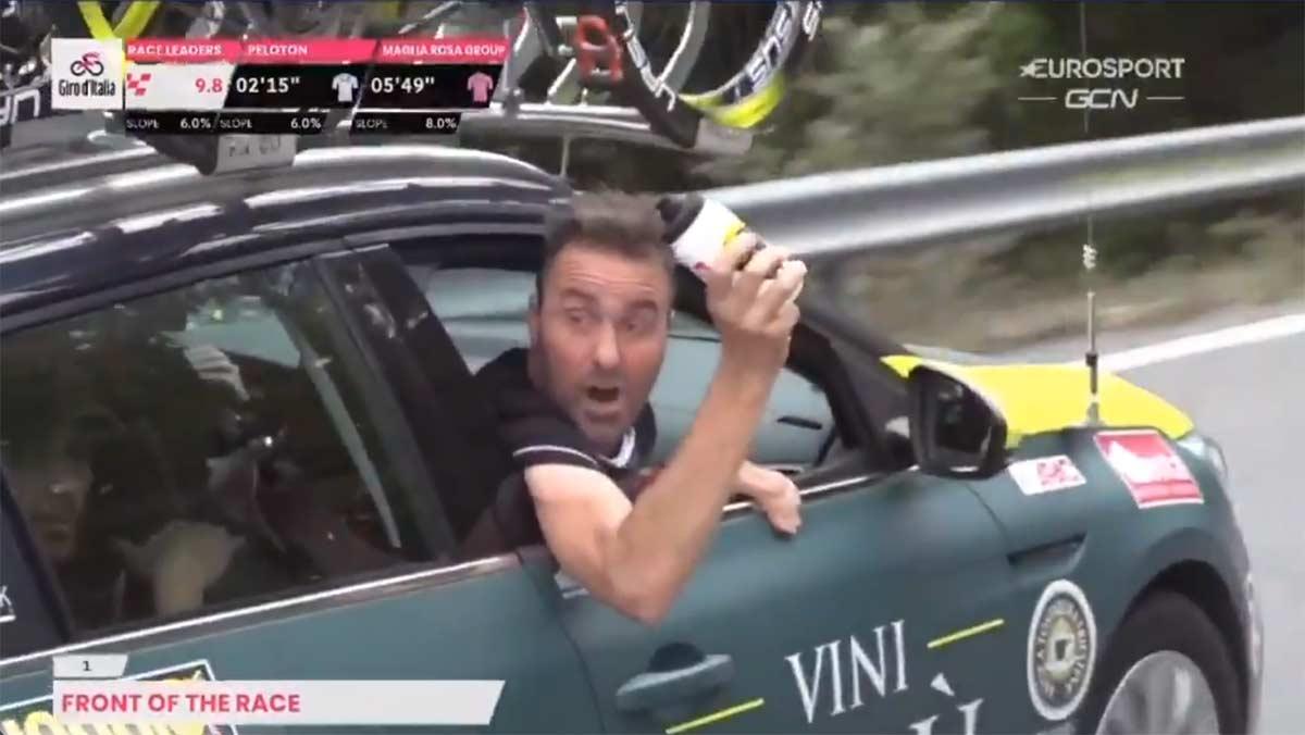 Sancionado-el-director-del-Vini-Zabu-por-lanzar-un-bote-de-agua-en-el-Giro-de-Italia