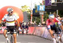 Vídeo: Van de Poel le pasa por el sobaco a Alaphilippe y por poco le birla la carrera