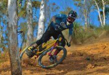 sam-hill-vuelve-a-montar-en-una-bicicleta-de-descenso-dh-downhill-nukeproof-Dissent