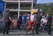 video-Chris-Froome-detiene-la-salida-de-La-Vuelta-en-protesta-contra-los-comisarios-de-la-UCI
