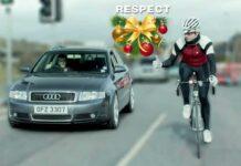 Esta-navidad-respeta-al-ciclista-en-la-carretera.-En-una-bicicleta-va-una-vida