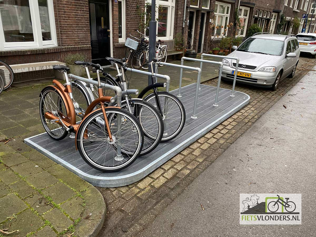 Una-plataforma-movil-para-candar-bicicletas-que-ocupa-una-plaza-de-coche