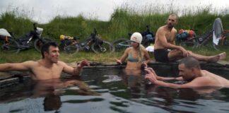Video-El-mejor-viaje-de-mi-vida-Bikepacking-en-Islandia-Chris-Burkard-a-line-in-the-sand