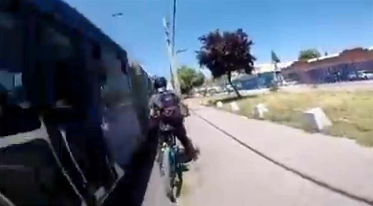 Vídeo: ¿Y aún te preguntas porqué necesitamos carriles bici segregados y protegidos?