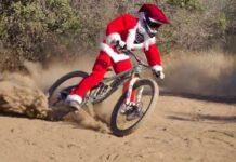 """¿""""Dame más gasolina"""" en un vídeo navideño de Papá Noel en bicicleta de montaña?"""