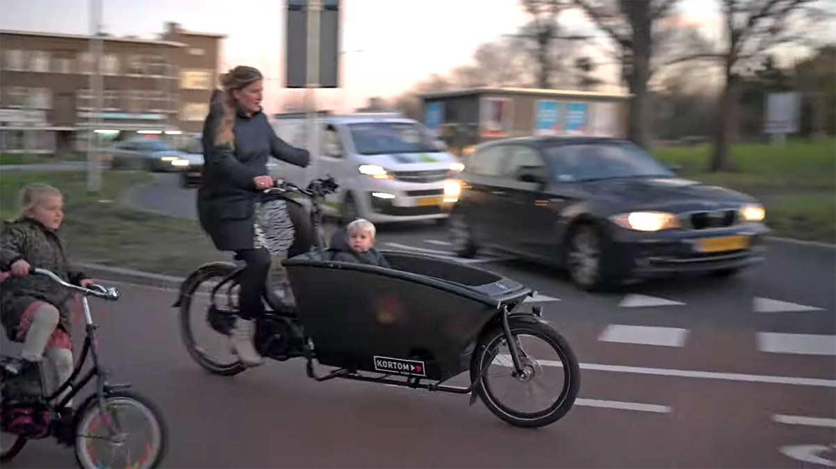 Inversion-de-65-millones-de-euros-para-duplicar-el-numero-de-ciclistas-la-haya-bicicleta-carga