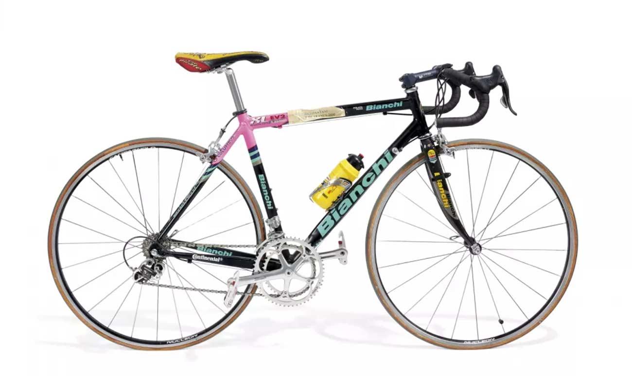 La-bicicleta-Bianchi-de-Pantani-con-la-que-doblego-a-Armstrong-en-el-Tour-de-Francia
