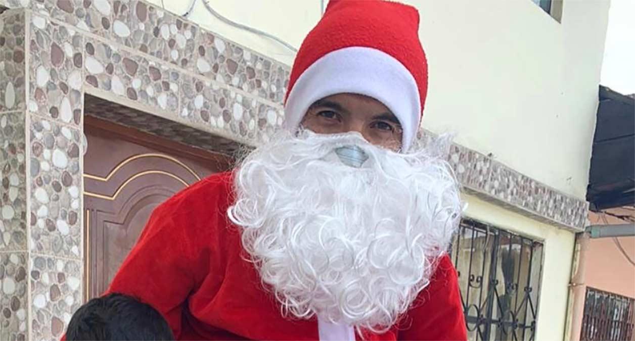 Richard-Carapaz-se-viste-de-Papa-Noel-y-nos-desea-una-Feliz-Navidad
