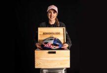 Rocío del Alba ya tiene su casco ciclista Red Bull