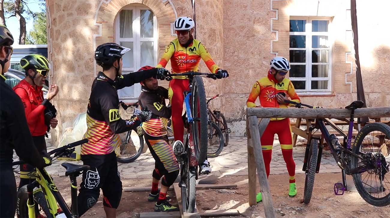 Video-Asi-entrena-la-tecnica-sobre-la-bici-la-seleccion-espanola-de-mountain-bike