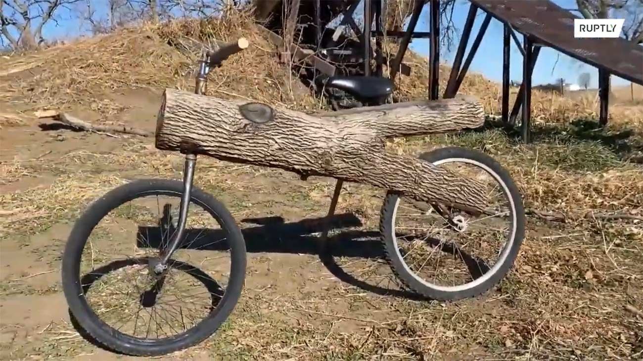 Video-Asi-es-la-bicicleta-tronco-una-bici-hecha-con-ramas-de-un-arbol
