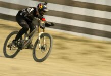 Video-Brutal-Aaron-Gwin-en-Mammoth-Kamikaze-TIMELESS-3