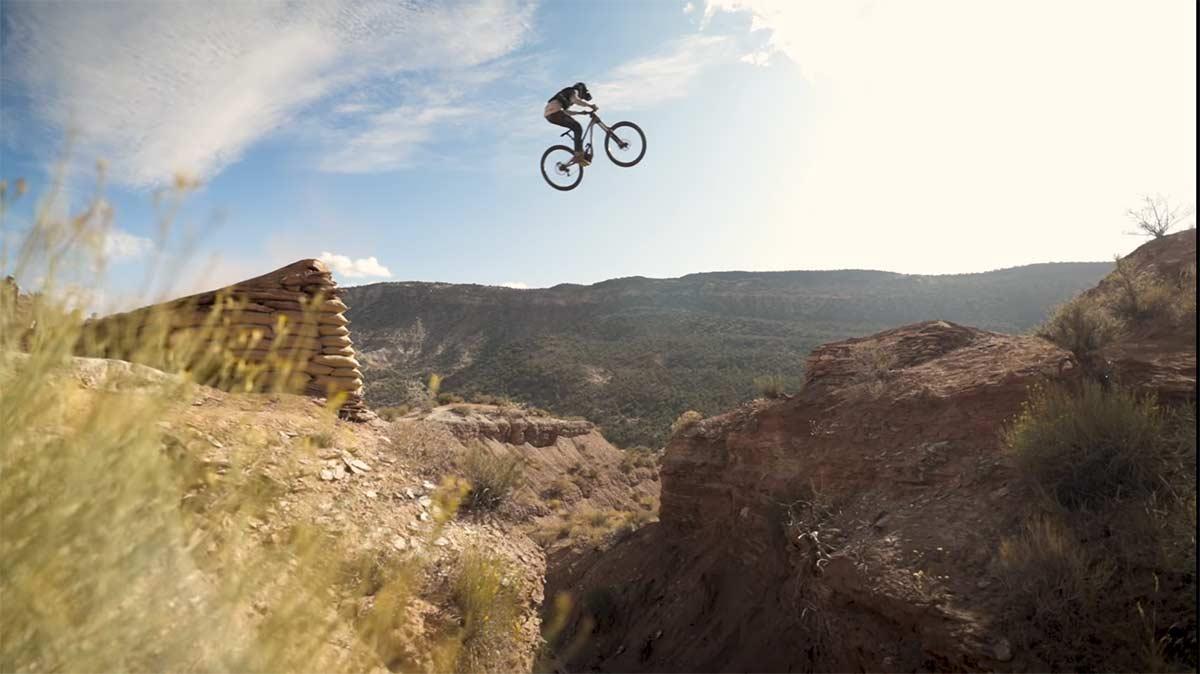 Video-Con-13-anos-de-edad-saltando-y-grabando-en-el-Red-Bull-Rampage