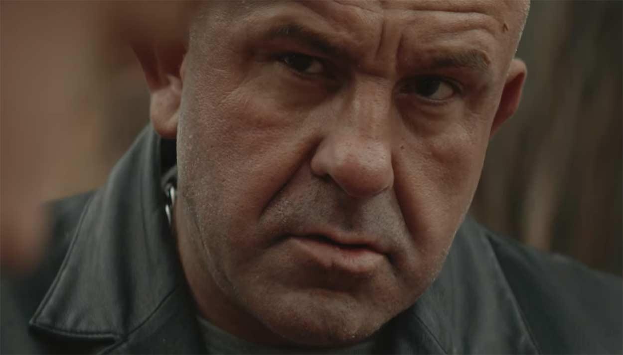 Video-Secuestrado-por-la-mafia-David-Godziek-es-obligado-a-montar-en-bicicleta-como-nunc