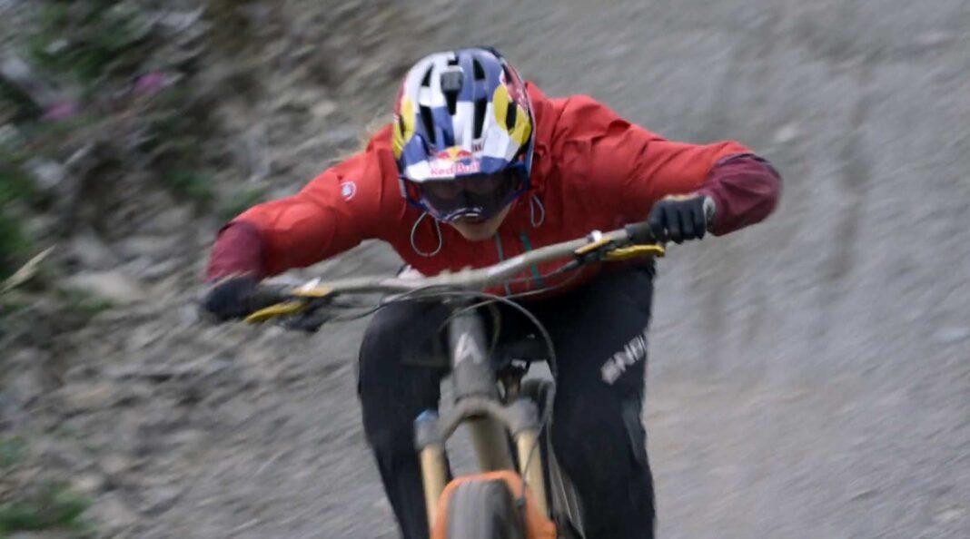 Video-The-Old-World-una-pelicula-de-ciclismo-diferente-rachel-atherton