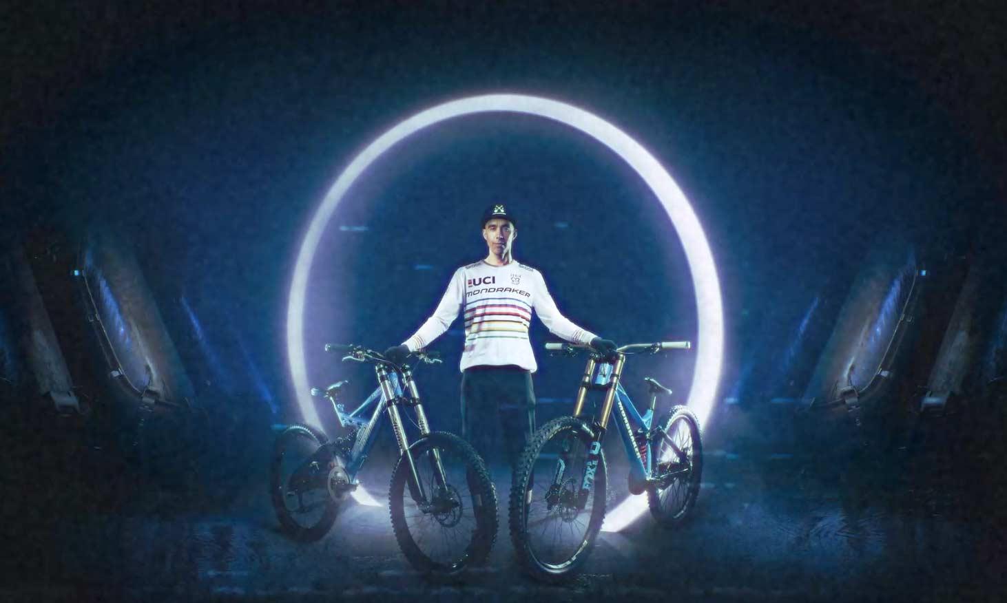 Tomás Misser con su nuevo equipo bicicletas Mondraker