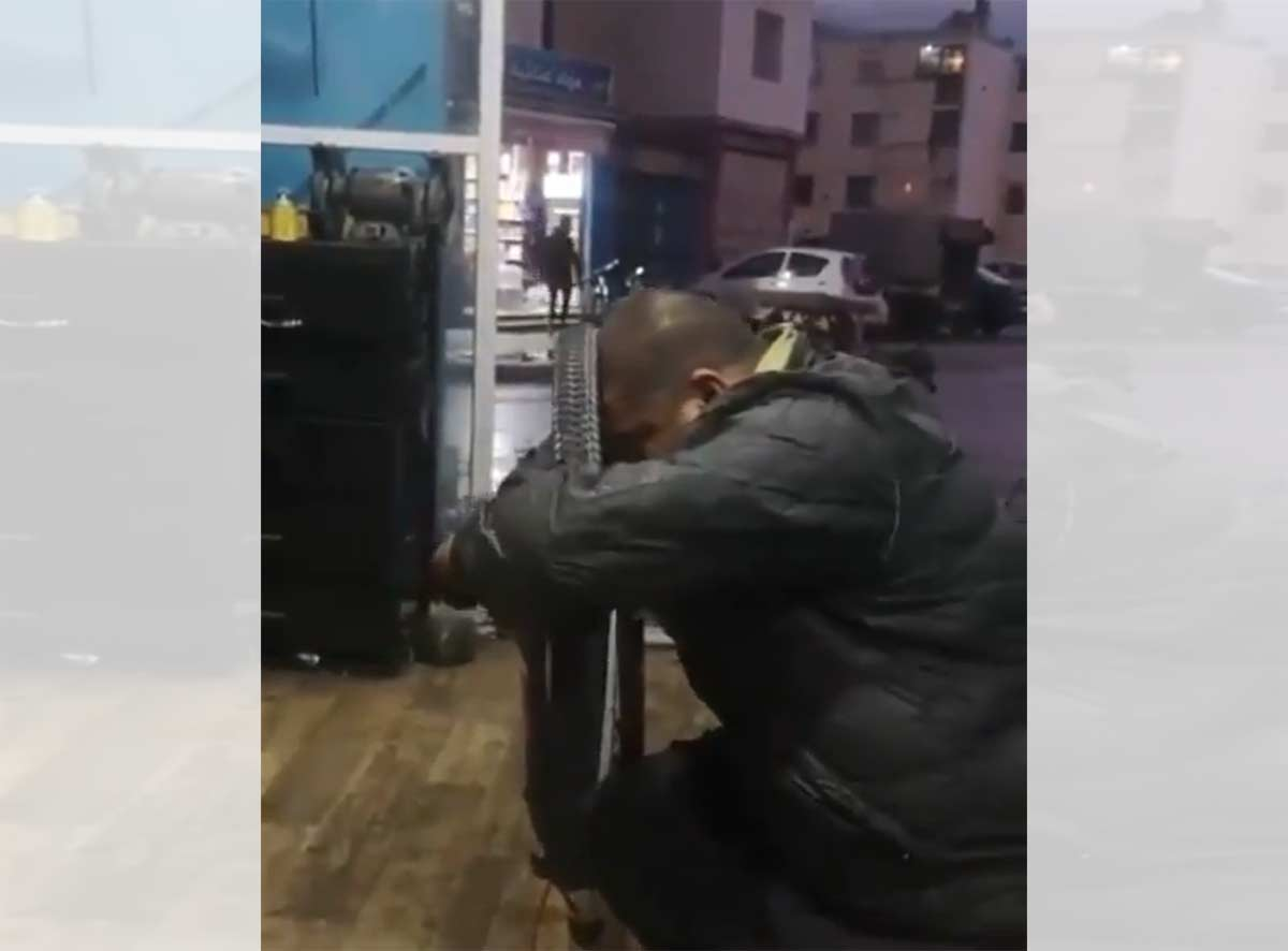 Vídeo: Cómo centrar una rueda de bici con la cabeza. Literal...