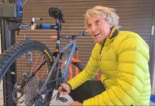 """Vídeo: Jesús Calleja pasa las tardes """"apretando un botón"""" en su taller de bicicletas"""