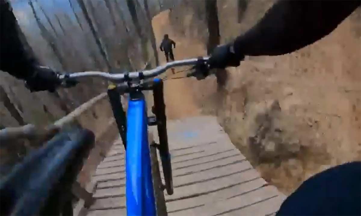 Vídeo: Loic Bruni Vs. Lacondeguy en Pure Riding Bike Park