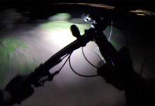 Video-Montar-en-bicicleta-de-montana-por-la-noche-luces-focos-led