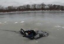 Video-Dos-ciclistas-caen-a-un-lago-tras-romperse-el-hielo-por-el-que-montaban-en-bicicleta