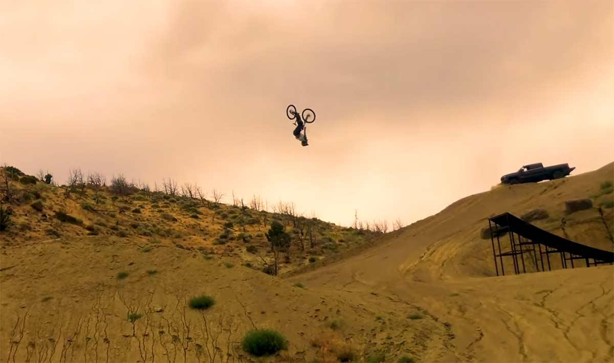 Vídeo: Récord del Mundo.Un mortal de 34 metros en mountain bike - Cam Zink