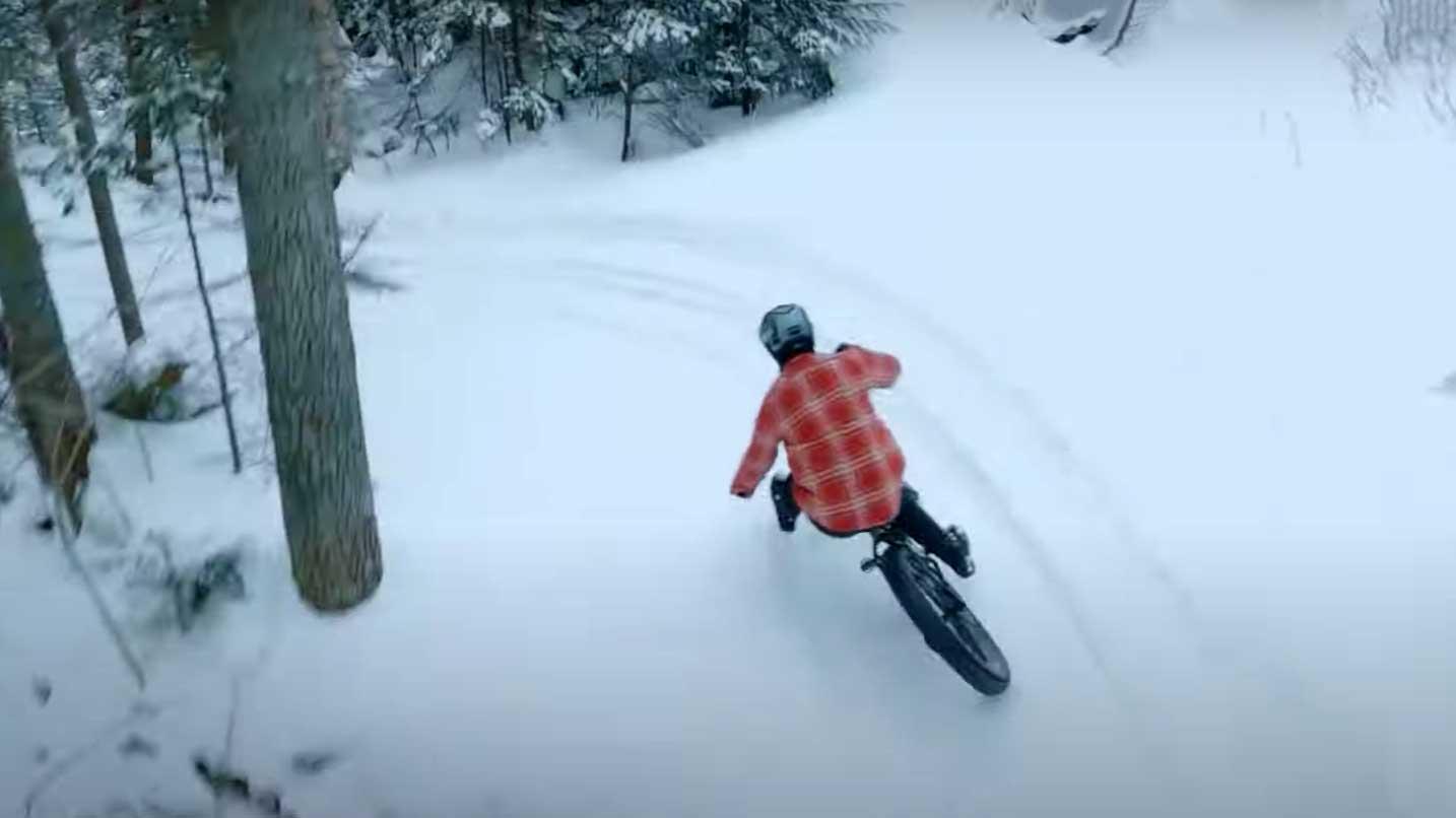 Video-Una-bicicleta-Fatbike-sobre-nieve