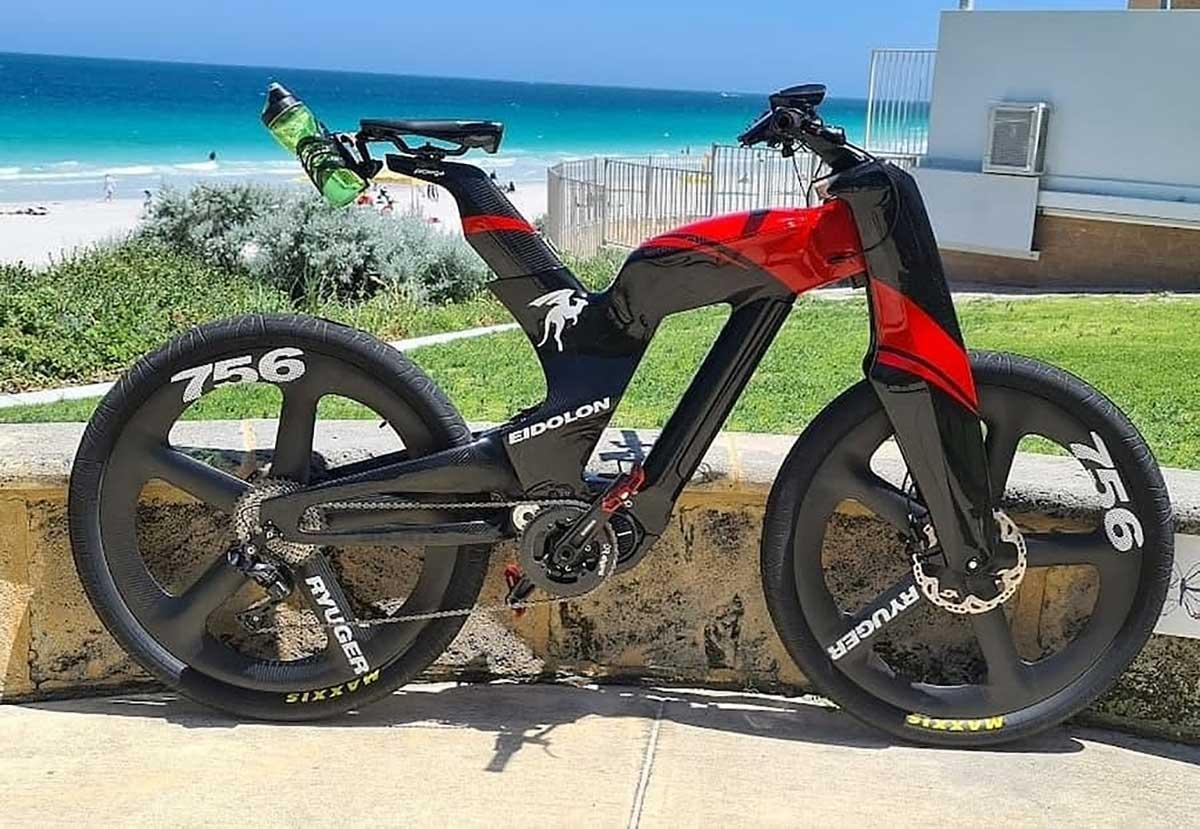 Una-original-bicicleta-electrica-de-doble-suspension-urbana-y-contra-el-viento-Ryuger-Eidolon-eBike