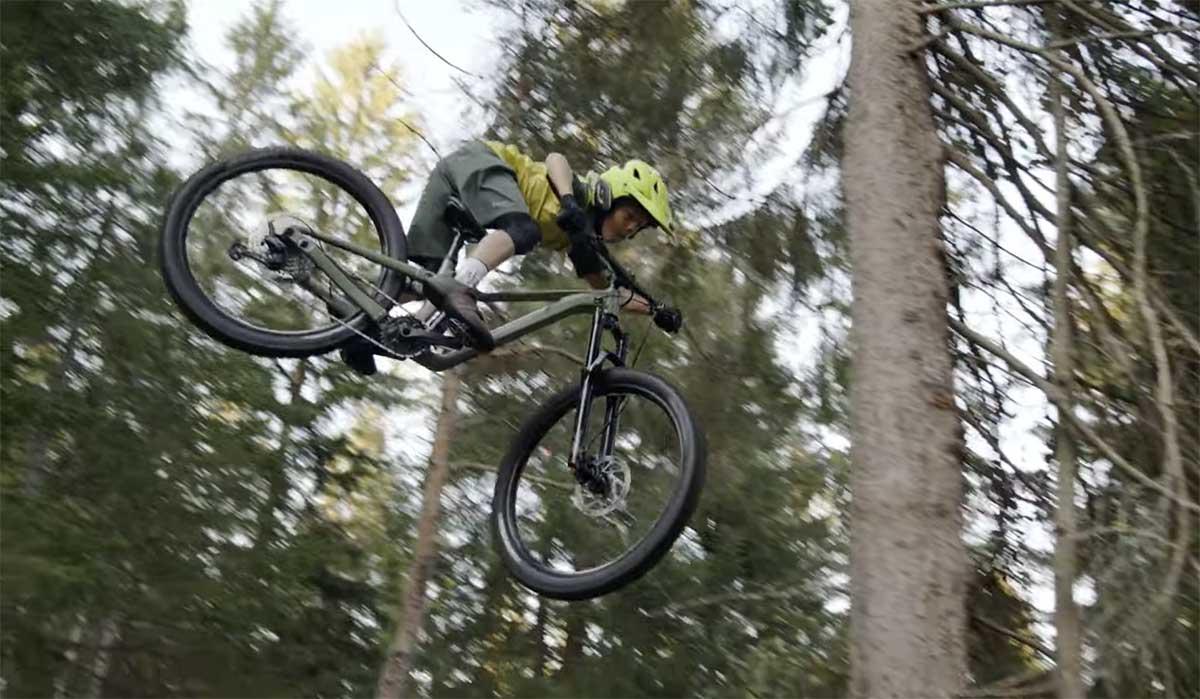 Una-pequena-gran-leyenda-del-mountain-bike-de-tan-solo-11-anos-de-edad