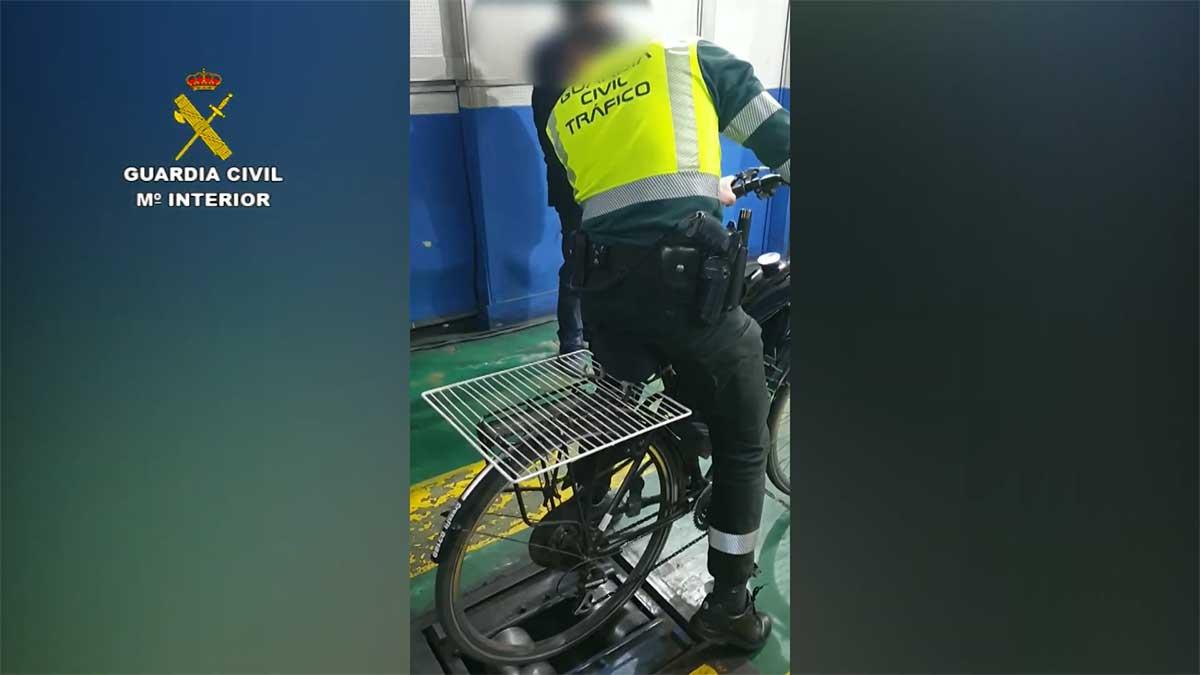 Video-La-Guardia-Civil-en-la-ITV-con-una-bicicleta-con-motor-trucada