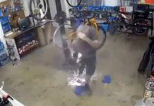 Video-Le-explota-la-cubierta-tubeless-en-la-cara