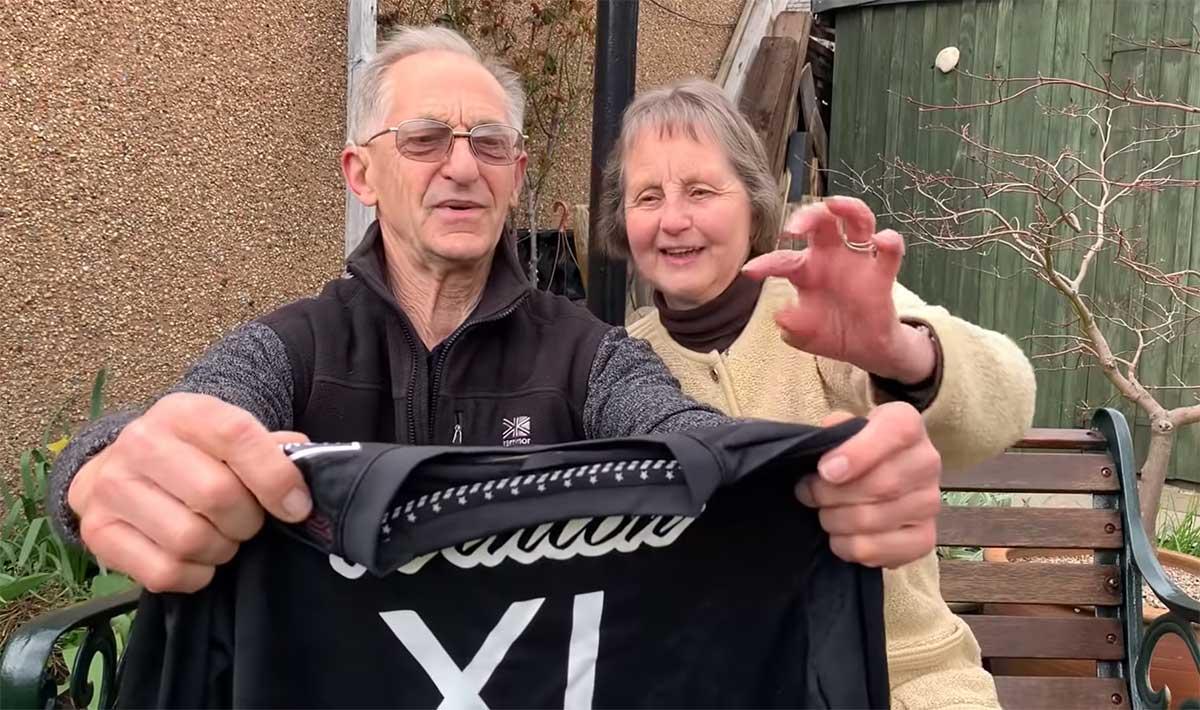 Moxie XI-Nukeproof. Sus abuelos, los únicos patrocinadores en 2021 de Katy Winton