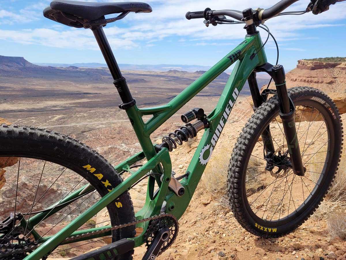 Roban-un-prototipo-de-bicicleta-Canfield-Bikes-de-un-portabicis-de-un-coche