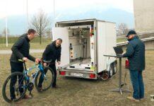 Video-El-remolque-de-Rayos-X-de-la-UCI-para-detectar-motores-ocultos-en-las-bicicletas