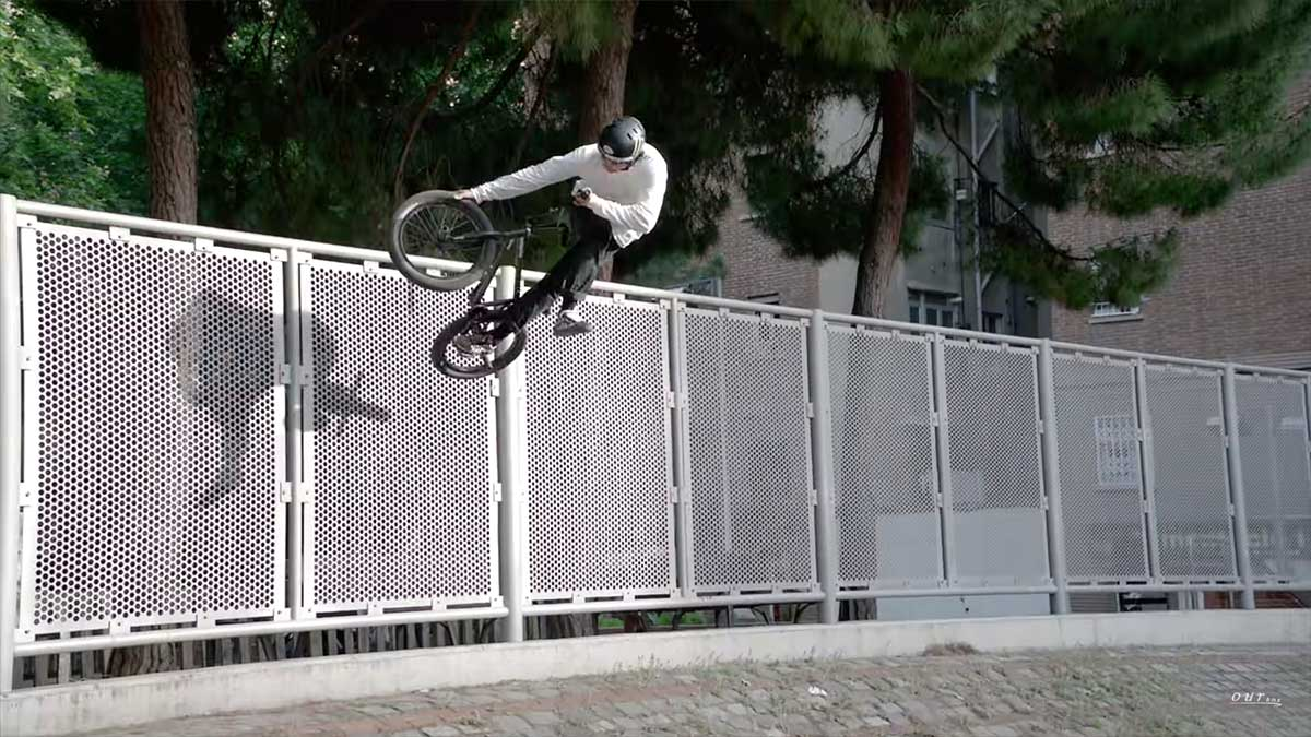 Video-Espectacular-Kevin-Peraza-en-las-calles-de-Barcelona