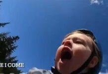 Vídeo: No verás un niño más feliz y positivo que este joven ciclista