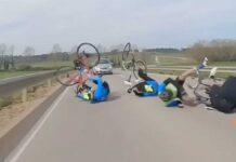 Vídeo: Tira a sus tres compañeros al echar un trago de agua del bidón