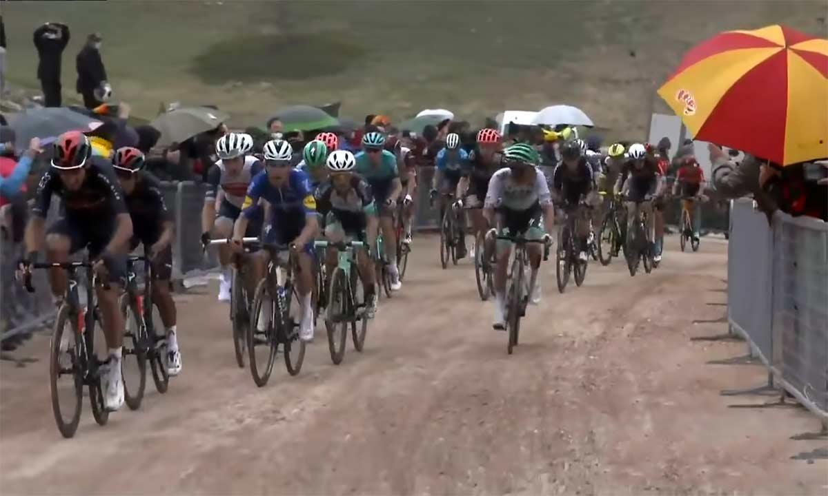 35-km-de-pistas-de-tierra-hoy-en-el-Giro-de-Italia-No-te-lo-pierdas-gravel-bike