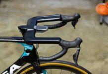 La UCI prohíbe un manillar que genera un punto de apoyo más