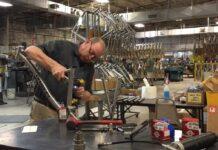 La-regla-del-10-entre-una-bicicleta-de-aluminio-y-una-de-carbono-David-Lynskey_titanio.