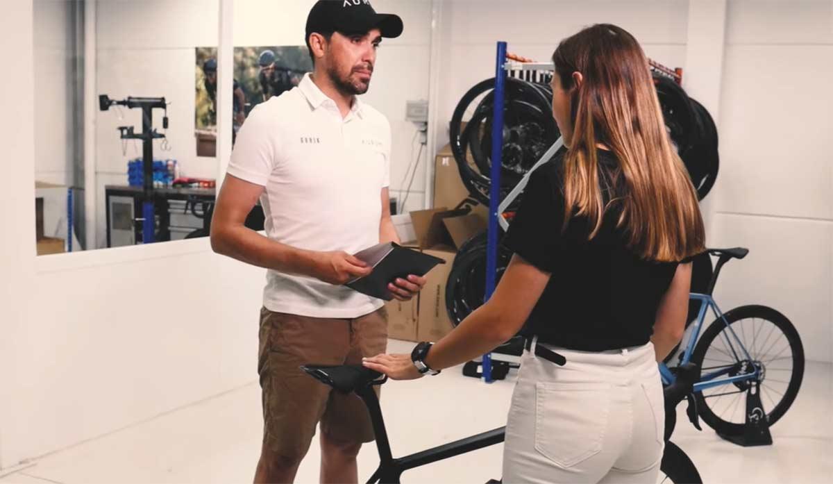Video-Alberto-Contador-y-la-nueva-embajadora-de-Aurum-Bikes-Maria-Salvo