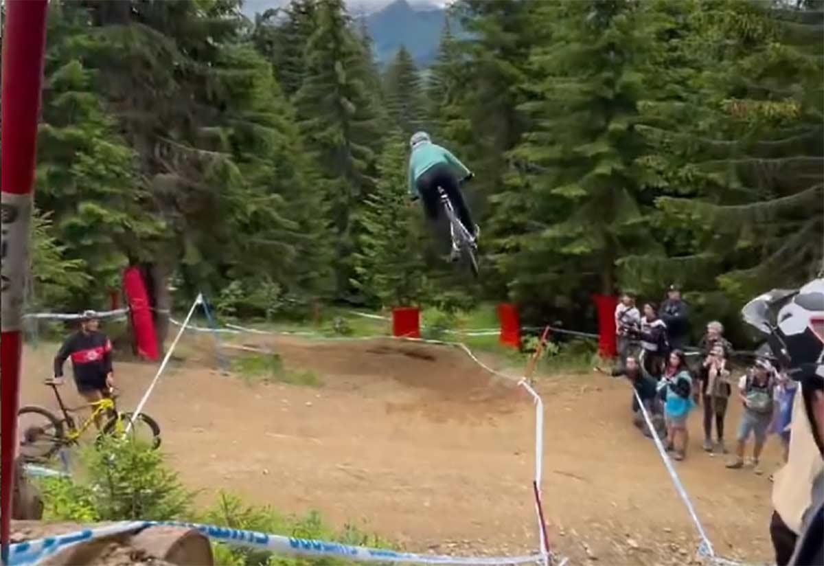 Video-Espeluznante-caida-de-Marine-Cabirou-en-el-salto-del-camino-de-Les-Gets