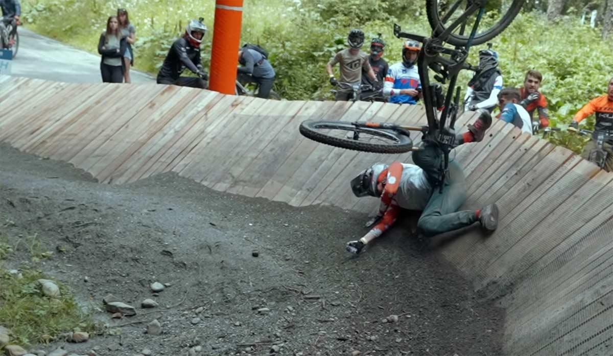 Video-Llevando-las-suspensiones-mas-alla-de-los-limites-en-las-bicicletas-de-las-Enduro-World-Series-de-La-Thuile-2021